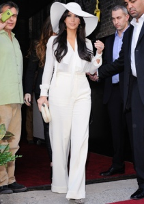 cos-kim-kardashian-white-1011-de